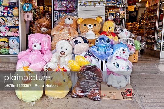 Plastikverpackungen - p978m1123357 von Petra Herbert