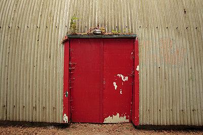 Eingang zu altem Hangar - p4830298 von Arne Gerson
