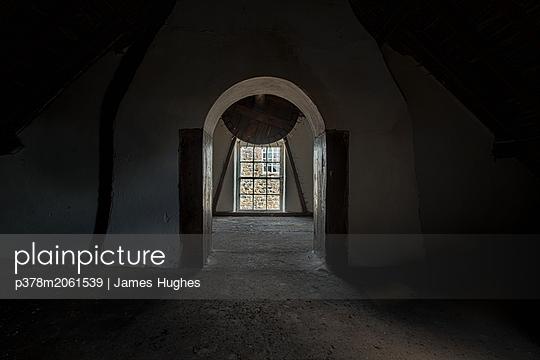 p378m2061539 von James Hughes