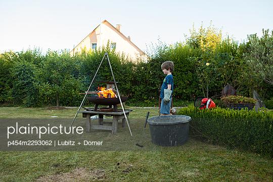 Fascinating Fire - p454m2293062 by Lubitz + Dorner