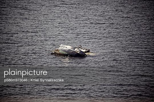 Schiffswrack im Öresund - p586m973046 von Kniel Synnatzschke