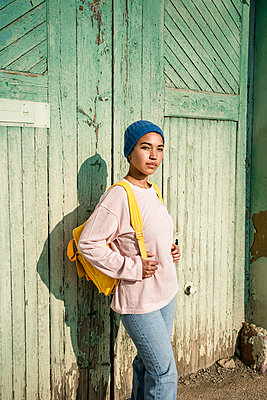 Spain, Valencian Community, Valencia. Creative portrait of a young woman in colourful clothes with a mobile phone. - p300m2277391 von Rafa Cortés