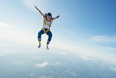 Woman skydiving - p312m1187771 by Hans Berggren