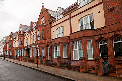 Häuserzeile in Belfast - p470m1134350 von Ingrid Michel