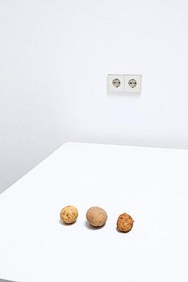Drei Kartoffeln II - p237m793478 von Thordis Rüggeberg