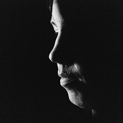 Side view of a womans face. - p343m1554770 by Ron Koeberer