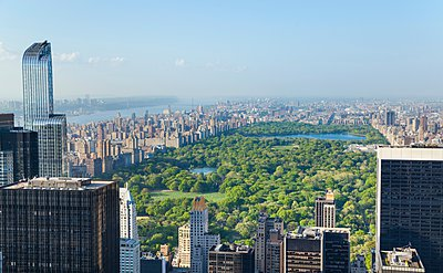 High angle view of midtown Manhattan and Central Park, New York, USA - p429m1095295f by Henglein and Steets