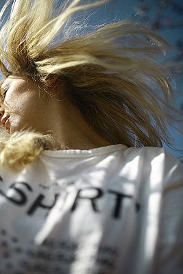 autoportrait contre plongée 01 - p987m2223891 by Célia Swaenepoel