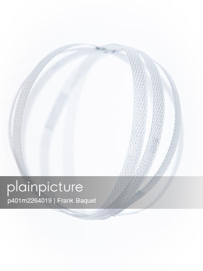 Plastic ribbon ball - p401m2264019 by Frank Baquet