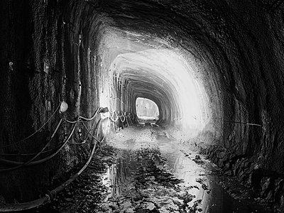 Tunnelbau für die Bahn - p1079m1182199 von Ulrich Mertens