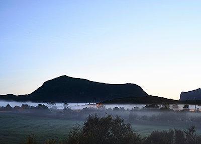 Nebel auf den Lofoten - p1124m1165674 von Willing-Holtz