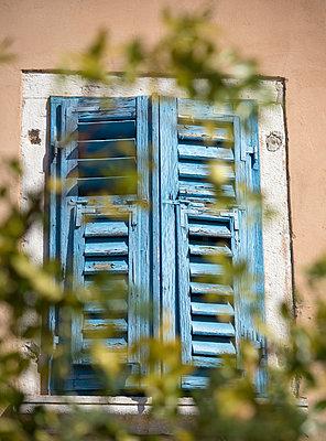 Altes Fenster  - p220m1496869 von Kai Jabs