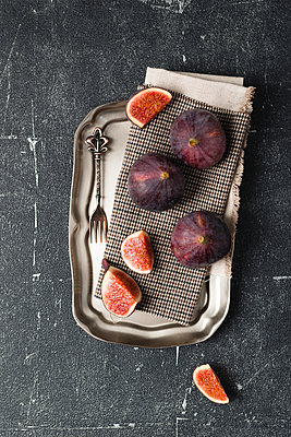 Whole and sliced figs - p300m1189201 by Mandy Reschke