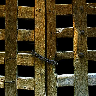 Closed fence - p8130041 by B.Jaubert