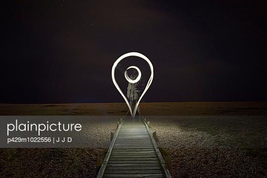 Glowing digital map location symbol at night - p429m1022556 by J J D