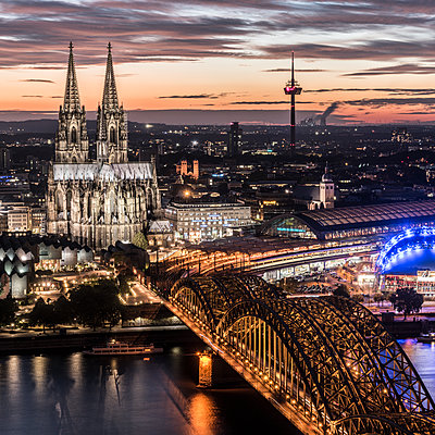Cologne at night - p401m1207768 by Frank Baquet