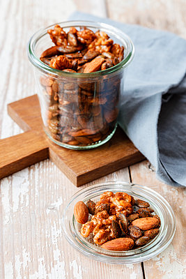 Homemade roasted flavored nuts, almonds, walnuts and pumpkin seeds in glass - p300m1567936 by Eva Gruendemann