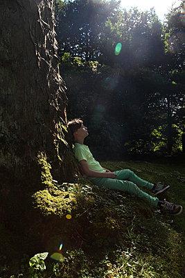 Boy taking a break - p045m925804 by Jasmin Sander