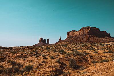 Monument Valley - p1166m2072046 by Cavan Images