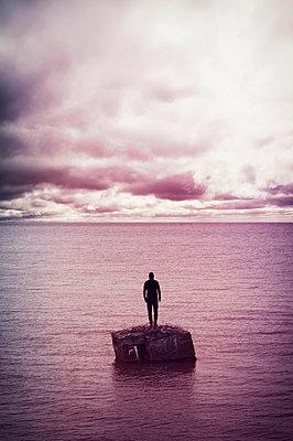 Man on the island - p470m2053081 by Ingrid Michel