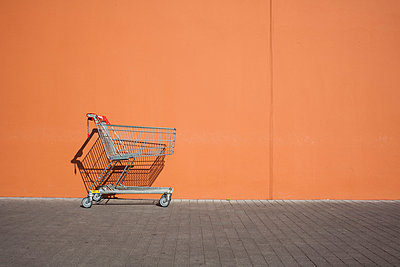 Empty parked shopping cart - p300m1029159f by Michael Zwahlen