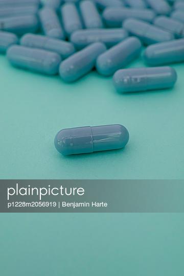 Drugs - p1228m2056919 by Benjamin Harte
