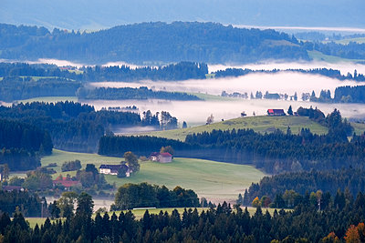 Germany, Bavaria, Upper Bavaria, Allgaeu, Pfaffenwinkel, View from Auerberg near Bernbeuren, morning fog - p300m1535130 by Martin Siepmann