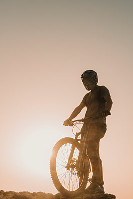 Spain, Lanzarote, mountainbiker on a trip at sunset - p300m2102683 by Hernandez and Sorokina