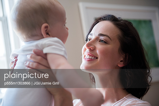 Caucasian mother holding baby son face to face - p555m1303866 by JGI/Jamie Grill