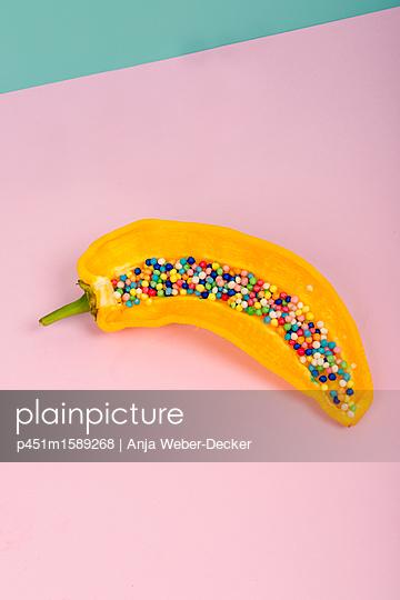 Paprika mit Zuckerperlen - p451m1589268 von Anja Weber-Decker