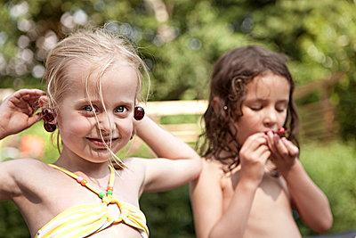 Mädchen mit Kirschohrringen - p1230m1042624 von tommenz