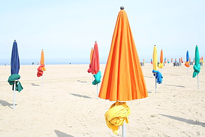 Parasols on the beach - p1289m2089468 by Elisabeth Blanchet