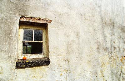 Old Window - p1072m828863 by Chinch Gryniewicz