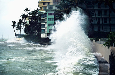 Hawaii, Oahu, Honolulu, Waikiki, Hurricane Iniki Storm Waves Crash Over Bank Near Hotels, 1992. - p442m905560 by Liysa Swart