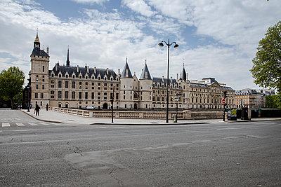 Ancient prison in Paris - p940m2179791 by Bénédite Topuz