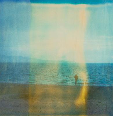 Am Ufer - p979m1513305 von Jennifer Rumbach
