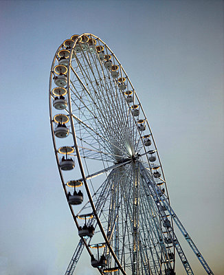 Ferris wheel, Paris, France - p1028m2044070 by Jean Marmeisse