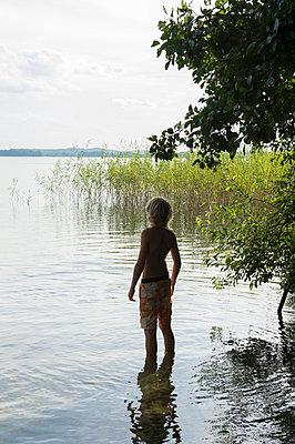 Sommerferien, Stolzenhagener See - p949m929316 von Frauke Schumann