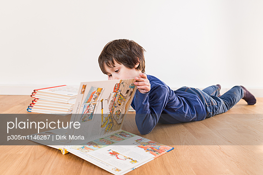 Lesen im Bilderbuch - p305m1146287 von Dirk Morla