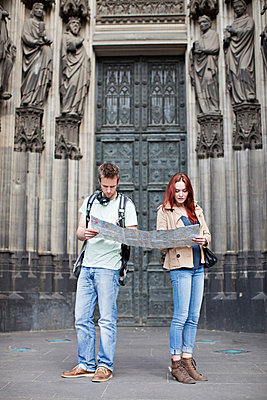 Couple in Cologne - p586m808761 by Kniel Synnatzschke
