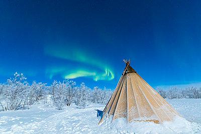 Isolated Sami tent in the snow under Northern Lights (Aurora Borealis), Abisko, Kiruna Municipality, Norrbotten County, Lapland, Sweden, Scandinavia, Europe - p871m1499889 by Roberto Moiola