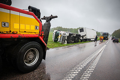 Truck accident, breakdown lorry in the foreground - p1418m2279936 by Jan Håkan Dahlström