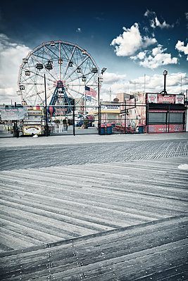 Fairground with big wheel - p416m1060484 by goZooma