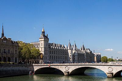 View of the Seine - p940m1132494 by Bénédite Topuz