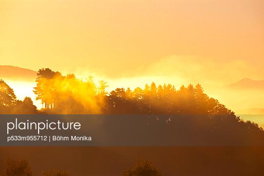 Sonnenaufgang im Alpenvorland - p533m955712 von Böhm Monika