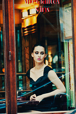 Retro/vintage-style fashion portraits - p988m792897 by Rachel Rebibo
