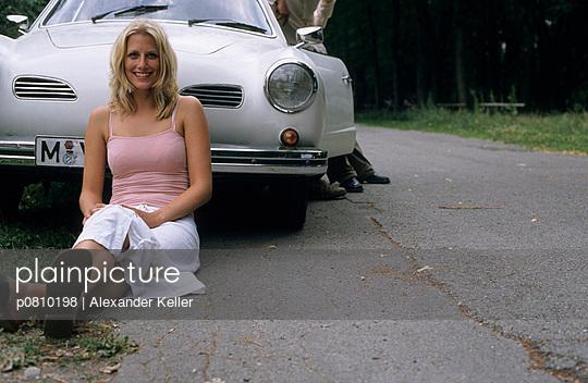 Frau und Oldtimer - p0810198 von Alexander Keller