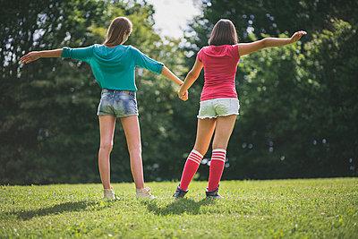 Freundschaft - p946m815514 von Maren Becker