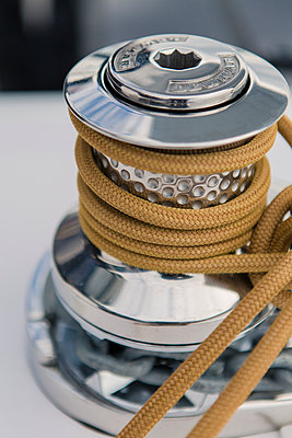 Marine rope on winch - p1150m1539908 by Elise Ortiou Campion