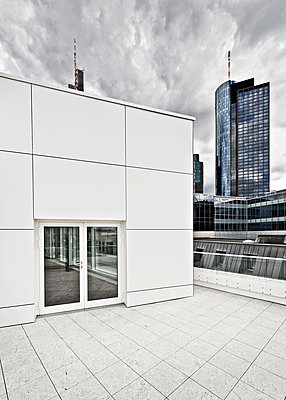 Roof Terrace - p227m1028113 by Uwe Nölke